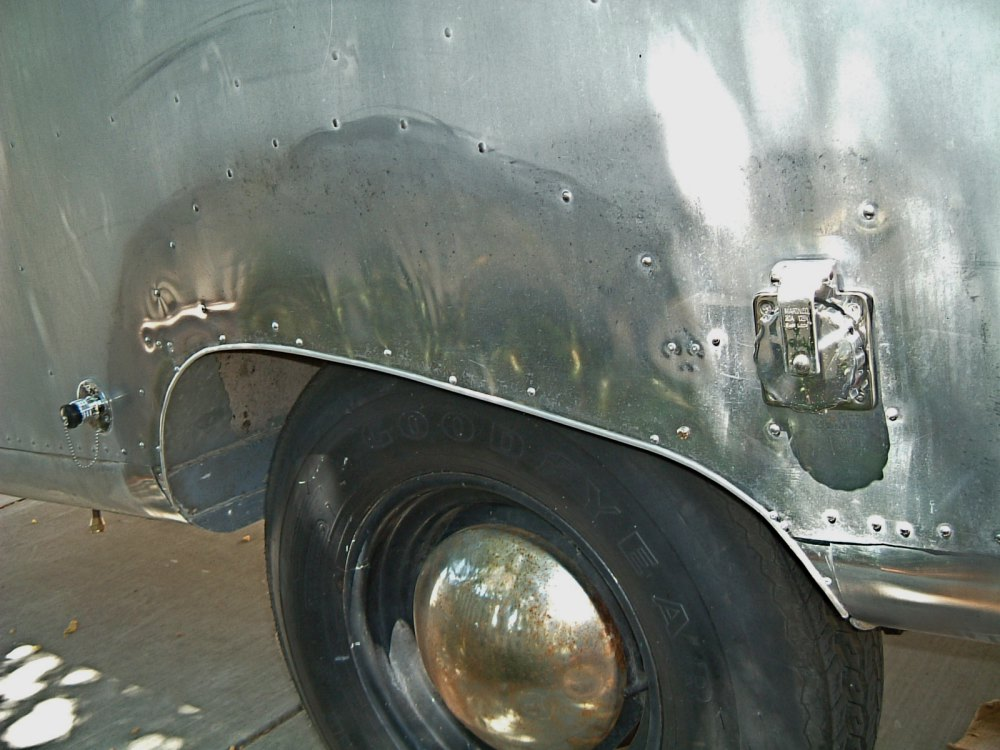 Replacing The Belly Skin Vintage Airstream
